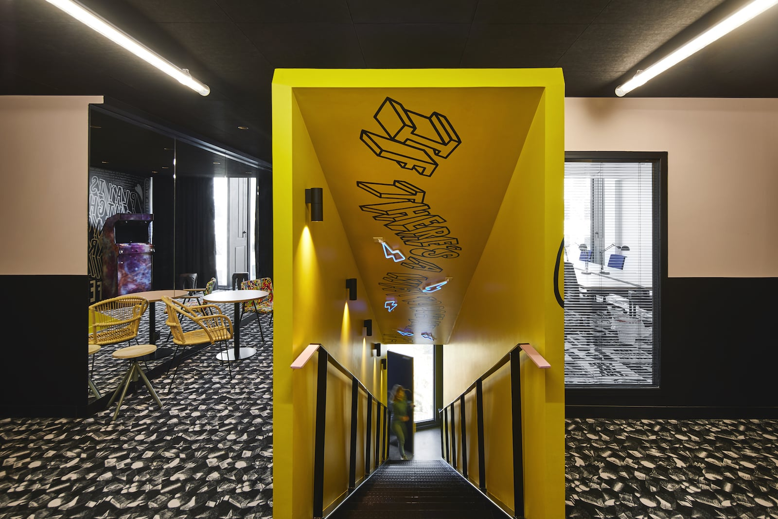 escalier-open-space-mama-works-lille