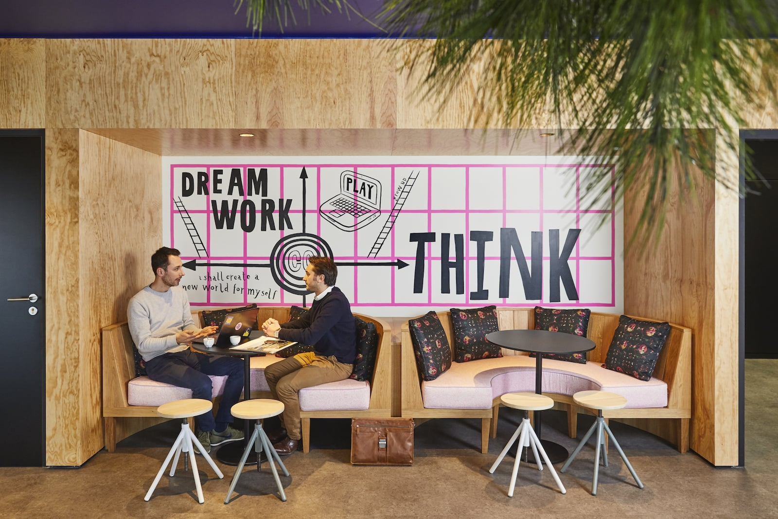 tables-espace-prive-coworking-mama-works-lille